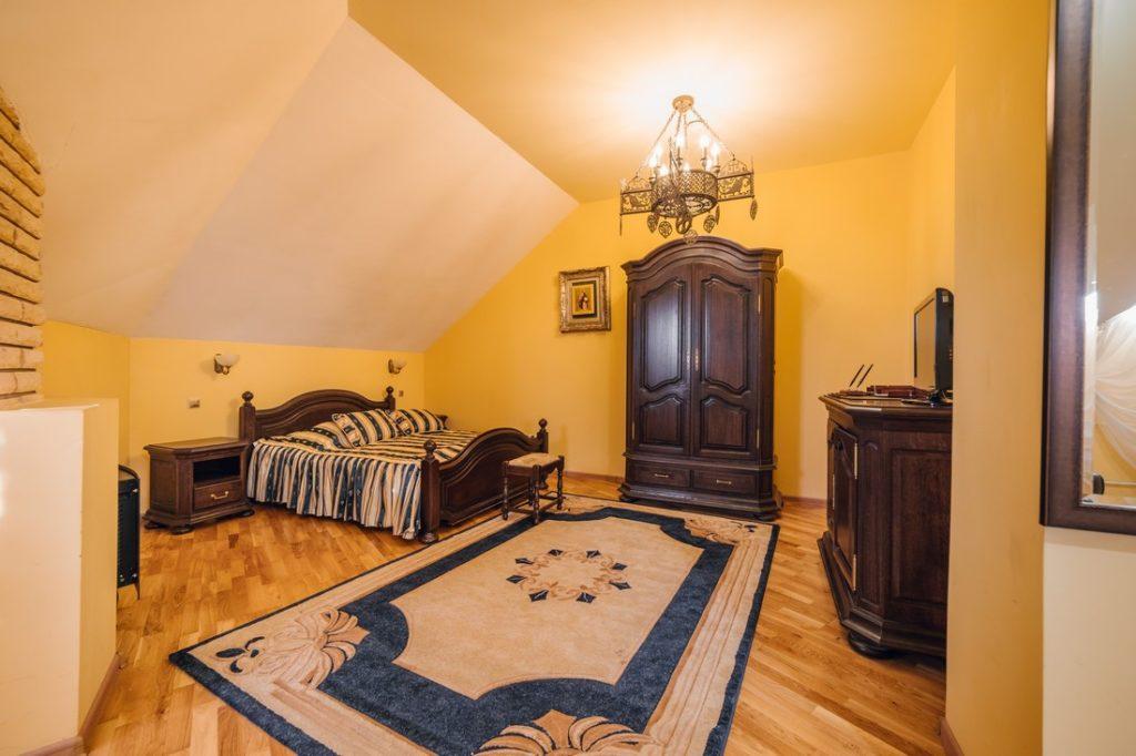 room-10-4